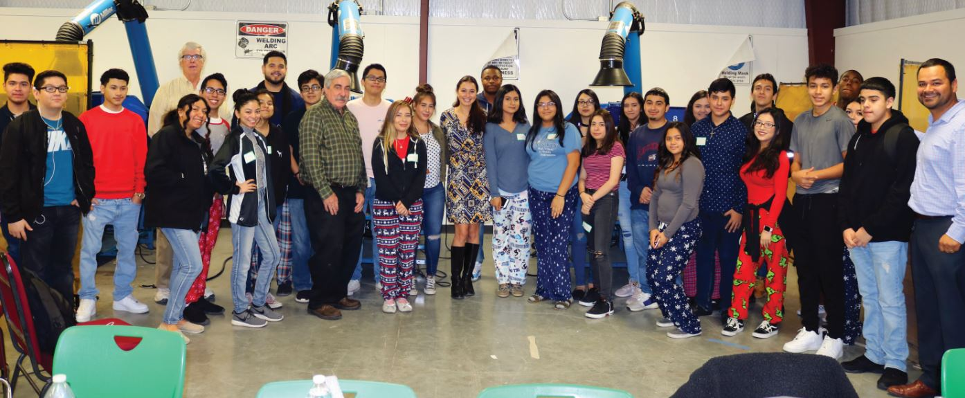 Gabby Gambino, con alumnos instituto de Austin Houston