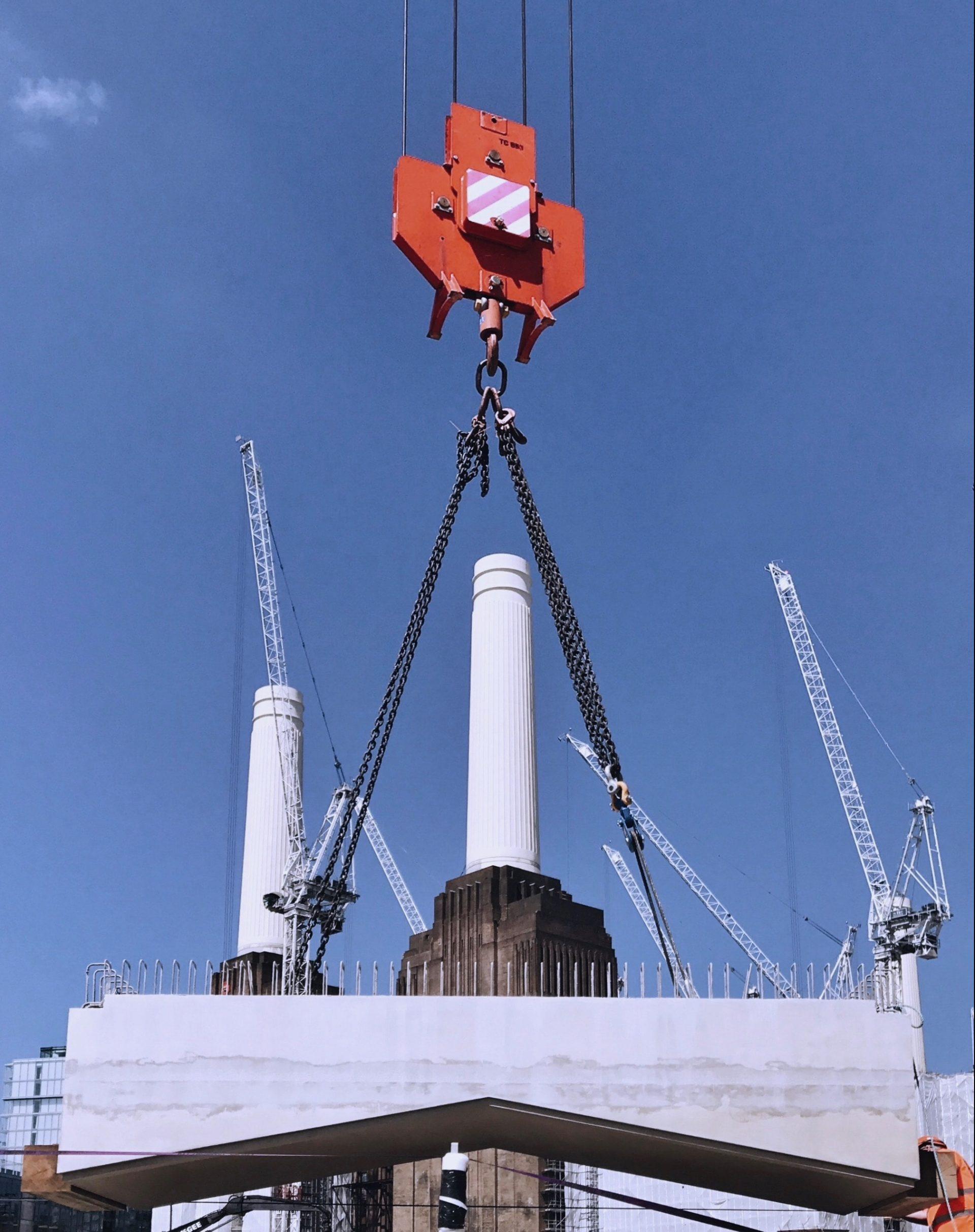 El equipo en Battersea de la expansión de la Línea Norte ha logrado ha logrado la instalación de los paneles arquitectónicos de sofito