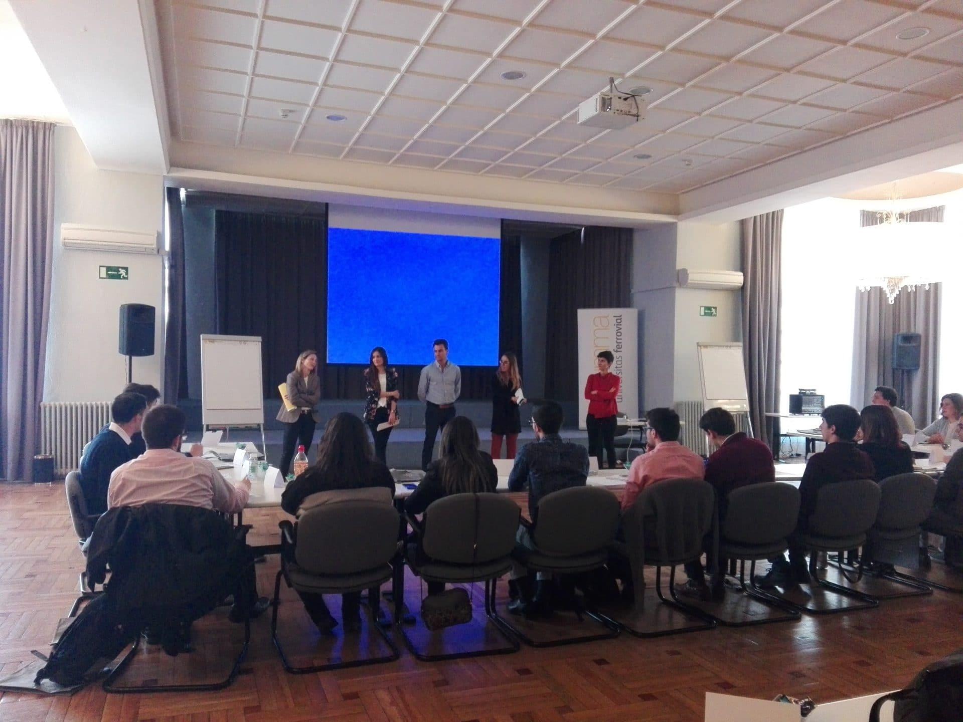 Primera jornada del Centro de Desarrollo para jóvenes en el Digital Hub de Ferrovial