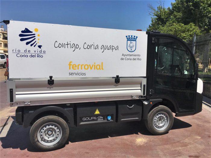 Imagen de uno de los camiones de limpieza de Coria del Rio