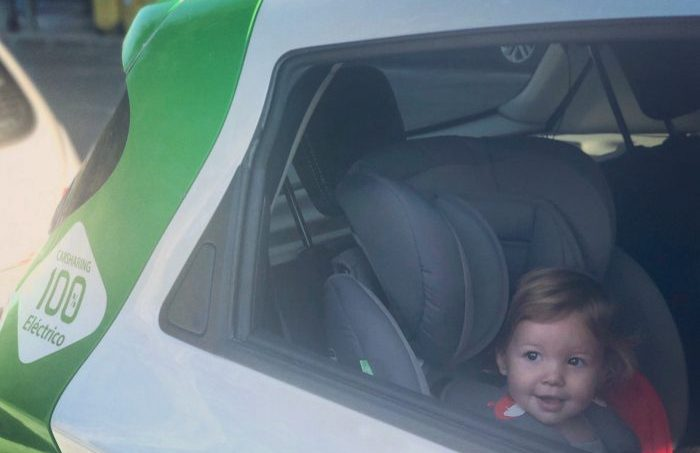 Image of a girl sitting in a child seat in a Zity car