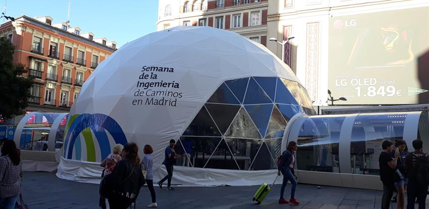 Image of the innovation tunnel in the Plaza de Callao in Madrid