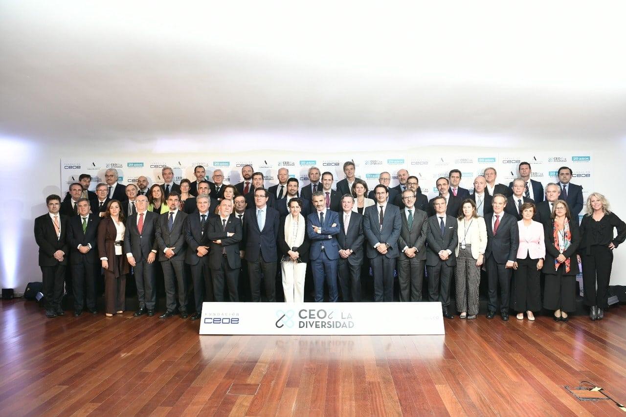 Foto de grupo de los asistentes a #CEOPorLaDiversidad