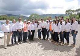 Group image of the visit of the vice president of Colombia to the cocoa route