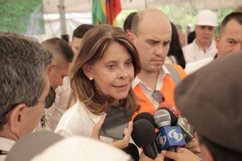 Imagen de la vicepresidenta de Colombia atendiendo a los medios de comunicación