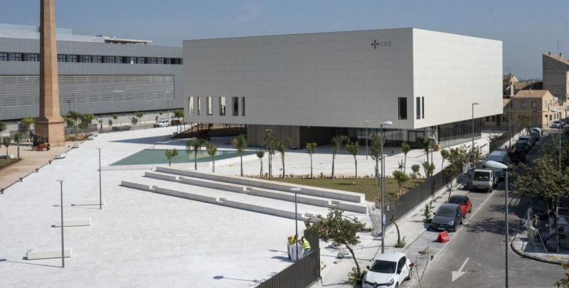 Image of the exterior of the Paraninfo of the Cardenal Herrera CEU University