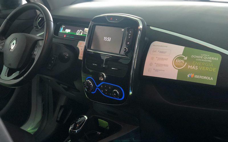 Interior vehículo ZITY con imagen Iberdrola