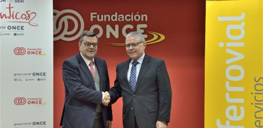 Image of the moment of the agreement between ONCE and Ferrovial