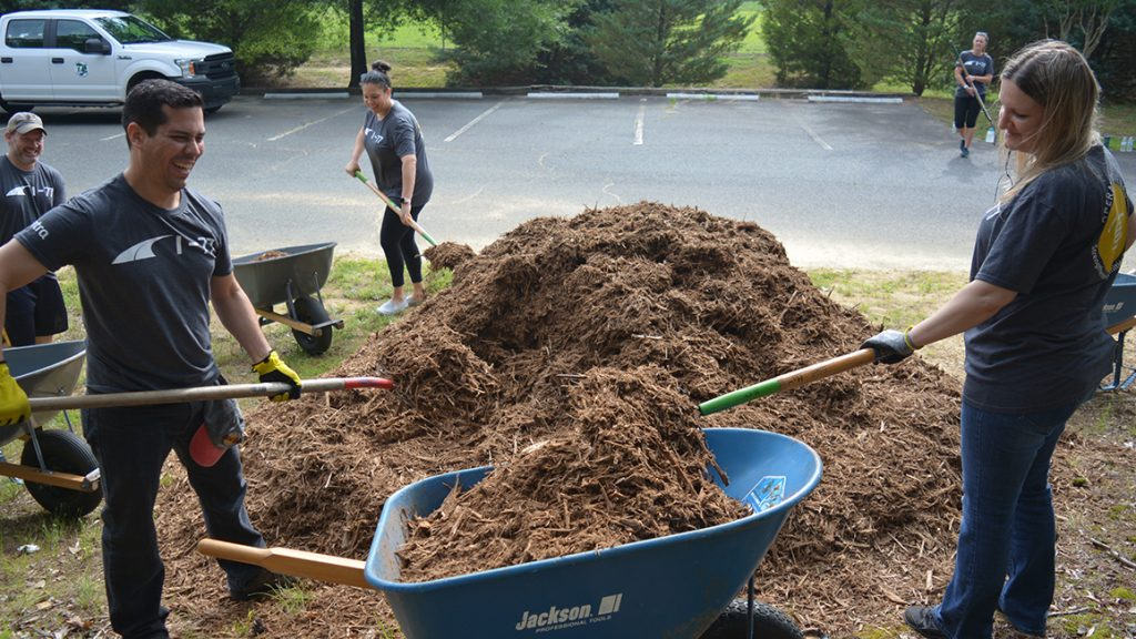 I-77 Mobility partners volunteers revitalize a park in Charlotte