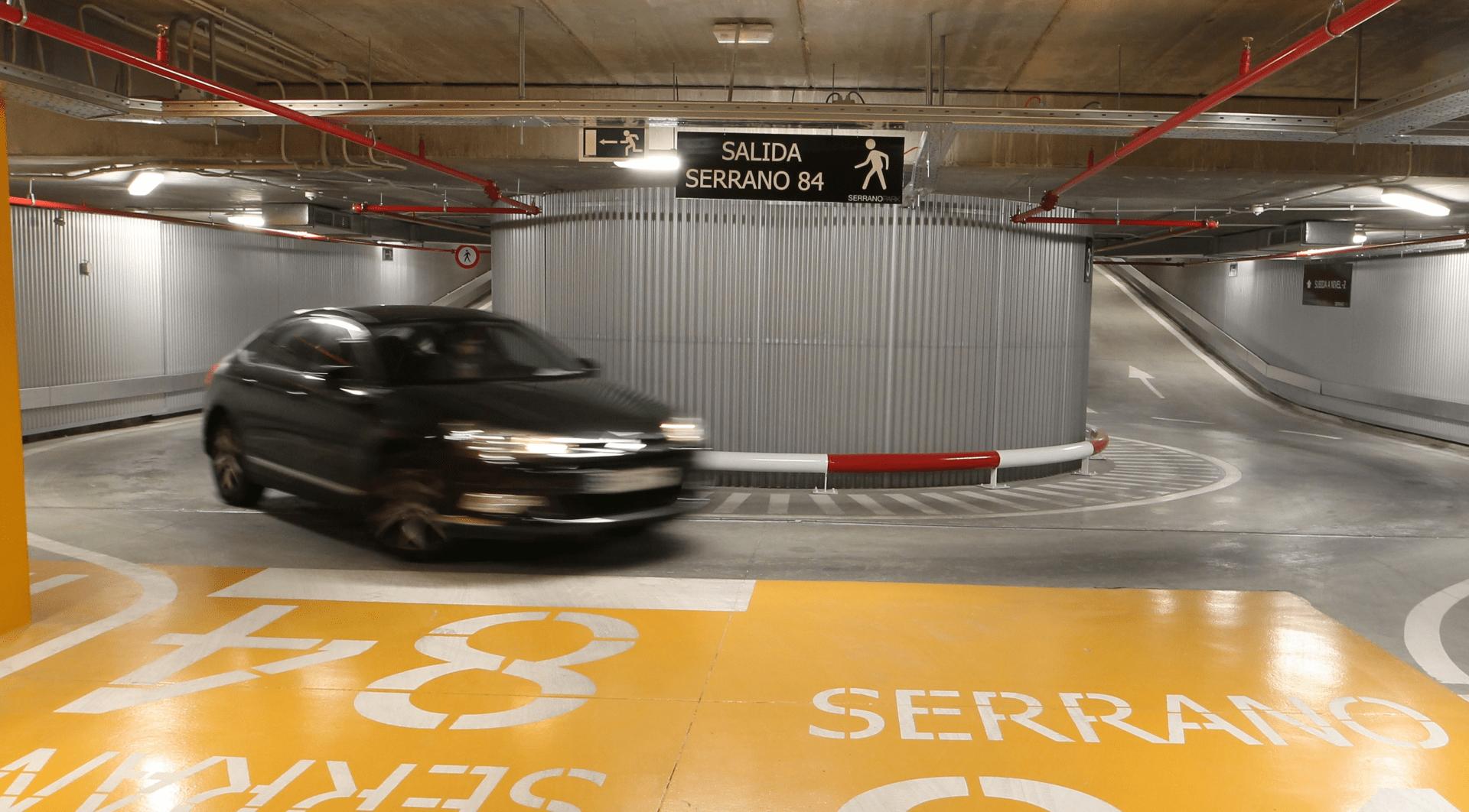aparcamiento serranopark